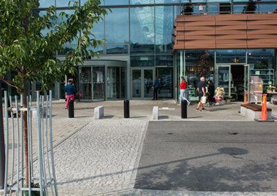 romex hårdfog för underhållsfria ytor utanför Asecs shoppingcenter